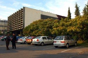 Az egyetem kétes esztétikai értékű központi épületegyüttese