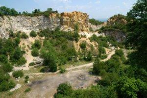 A hatalmas bánya felső bányaudvarának látképe